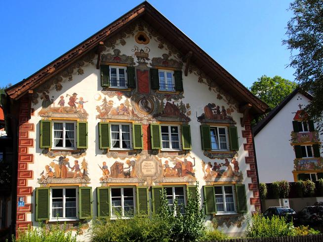 Дом с росписью
