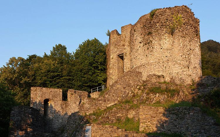 Руины замка Unspunnen Castle