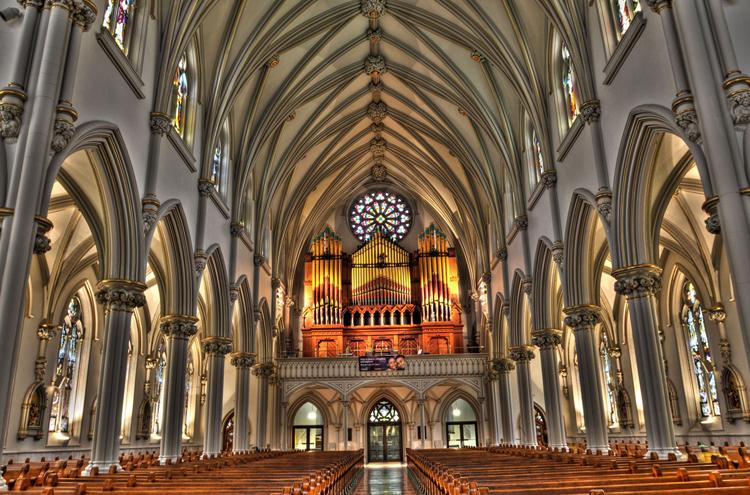 Внутри собора Святого Иосифа