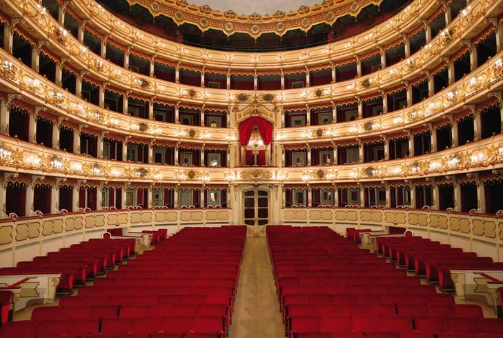 Внутри театра Понкьелли