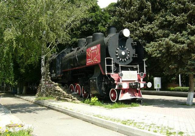 Памятник паровоз