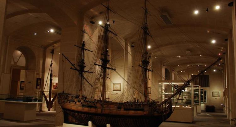 Внутри морского музея
