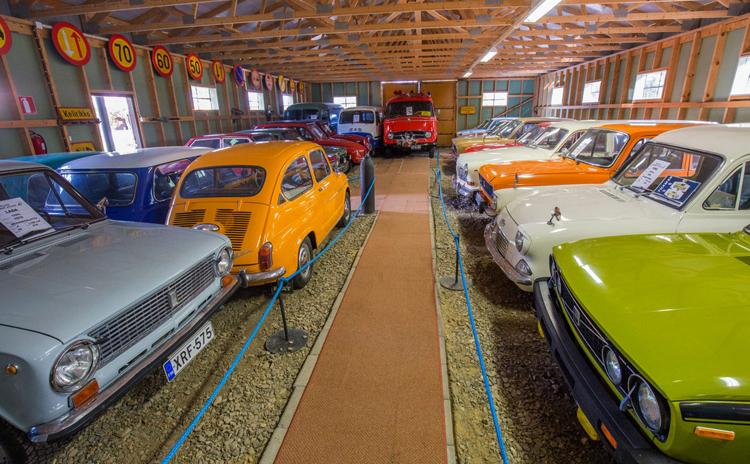 Внутри музея старинных авто