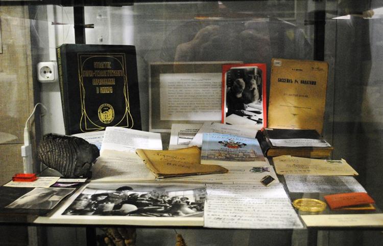 Внутри хужинского музея