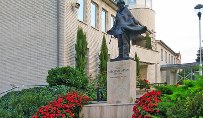 Памятник Иштвану Сечени