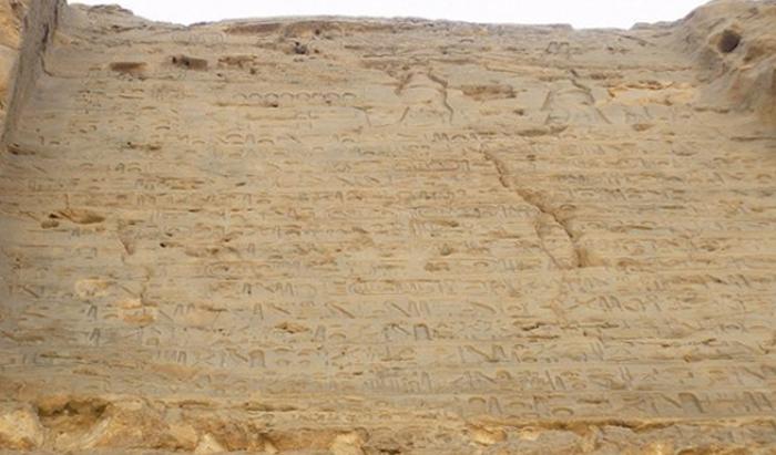 Триумфальная стела на берегах Нила