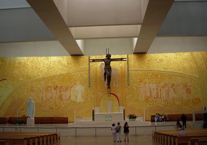 Внутри церкви пресвятой троицы