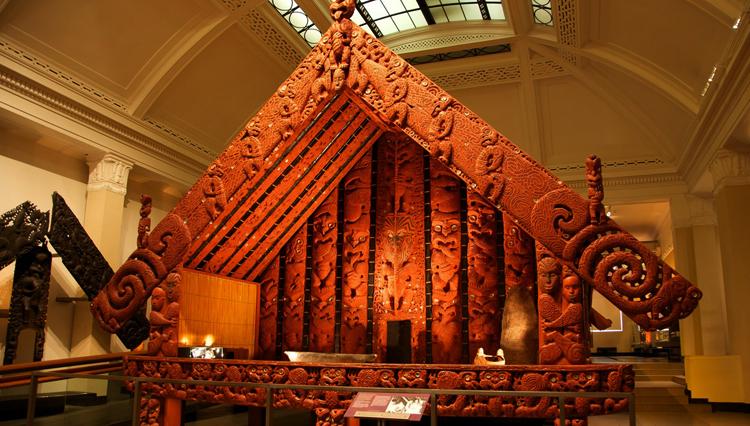Внутри музея военного дела