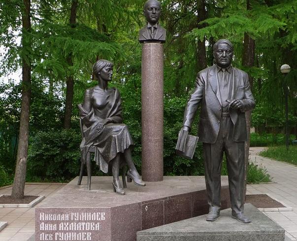 Скульптурная композиция «Семья Гумилевых»