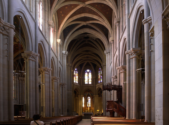 Внутри базилики Нотр-Дам