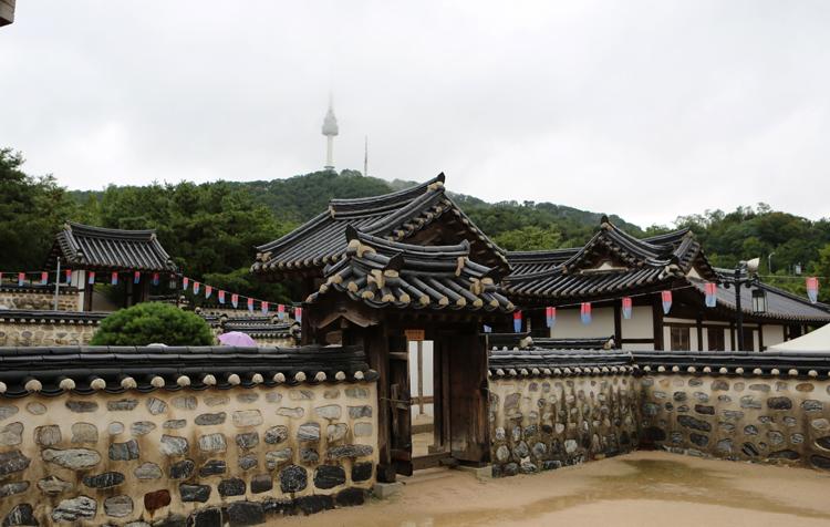 Намсанская деревня-музей традиционного корейского жилища ханок