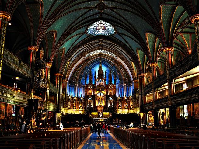 Внутри собора Богоматери