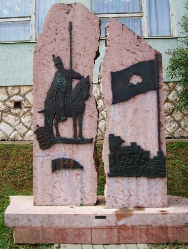 Памятник, посвящённый двум революциям Венгрии