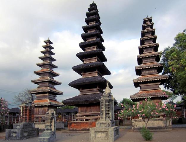 Храм Пура Меру