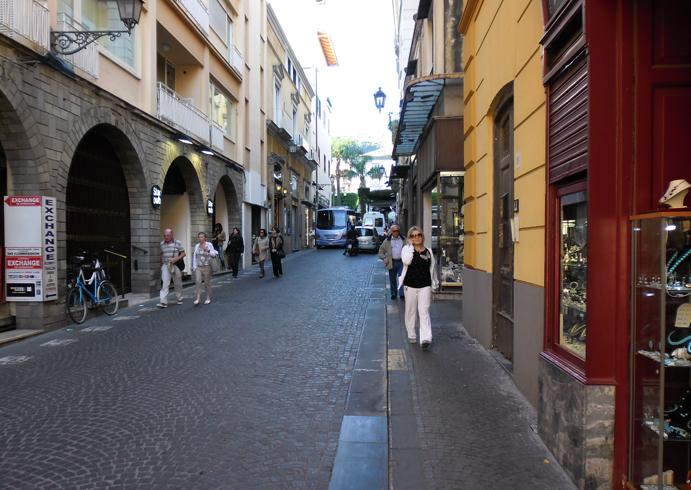 Улица Луиджи де Майо