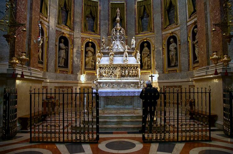 Внутри базилики Сан Доменико